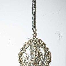 Antigüedades: COLGANTE BENDITERA VIRGEN DEL SOCORRO. Lote 221805137
