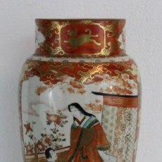 Antigüedades: JARRÓN JAPONÉS KUTANI EN PORCELANA COBRE ROJO Y DORADO PINTADO A MANO DE PRINCIPIOS DEL SIGLO XX. Lote 221806680