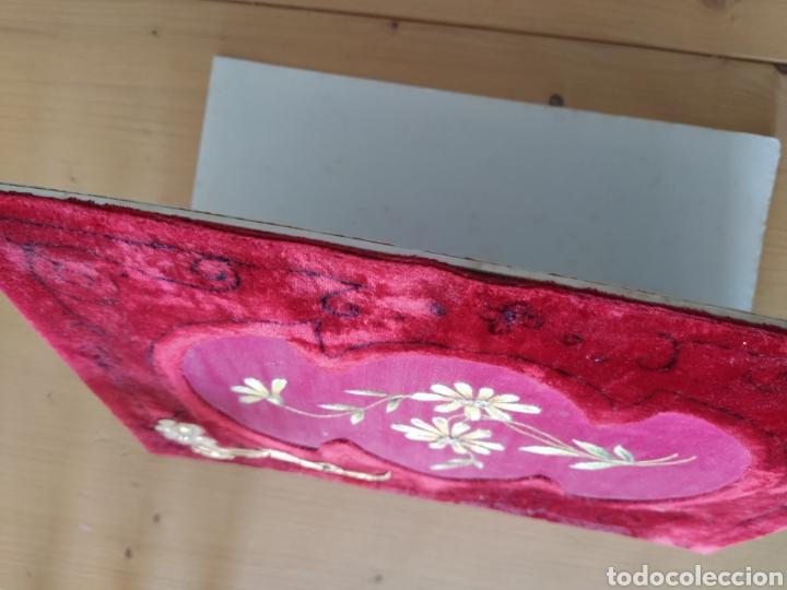 Antigüedades: Preciosa carpeta modernista - ca. 1910 - seda bordada, terciopelo y latón. - Foto 5 - 221807786
