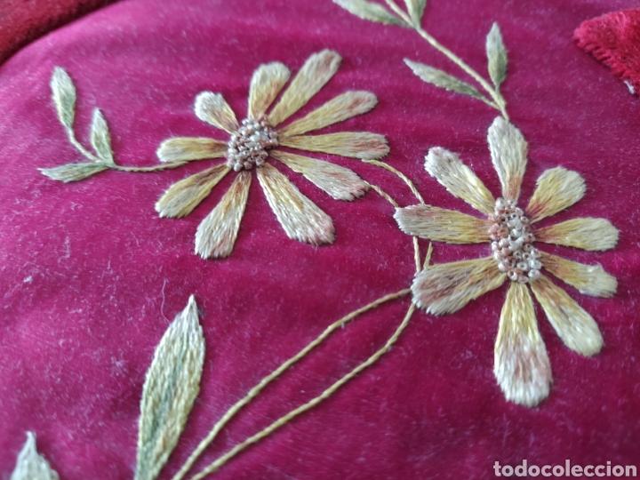 Antigüedades: Preciosa carpeta modernista - ca. 1910 - seda bordada, terciopelo y latón. - Foto 2 - 221807786