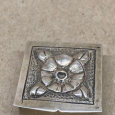Antiguidades: CAJITA DE PLATA ANTIGUA EN RELIEVES. Lote 221819490