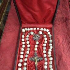 Antigüedades: ANTIGUO ROSARIO FILIGRANA DE PLATA - CUENTAS DE NÁCAR CON ESTUCHE ORIGINAL -. Lote 221840602