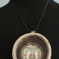 Antigüedades: GRAN MEDALLÓN-RELICARIO COLONIAL, ELABORADO EN PLATA GRABADA. A. XVIII. MIDE 9,5 X 8,5 CM.. Lote 221840708