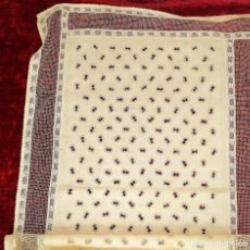 Antigüedades: CUBRECAMA EN LINO Y SEDA BORDADO A MANO. 250X144. ESPAÑA. SIGLO XIX-XX. Lote 221879593