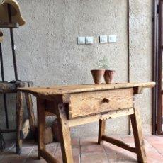 Antigüedades: AUTÉNTICA MESA RÚSTICA DE COCINA CON CAJÓN MUY ANTIGUA - TOCINERA, MATANCERA, PUEBLO DE SEGOVIA. Lote 221884171