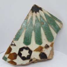 Antigüedades: DE MUSEO,EXCEPCIONAL AZULEJO DE ARISTA,LACERIA MUDEJAR EN CERAMICA DE TOLEDO,S. XVI. Lote 221889997