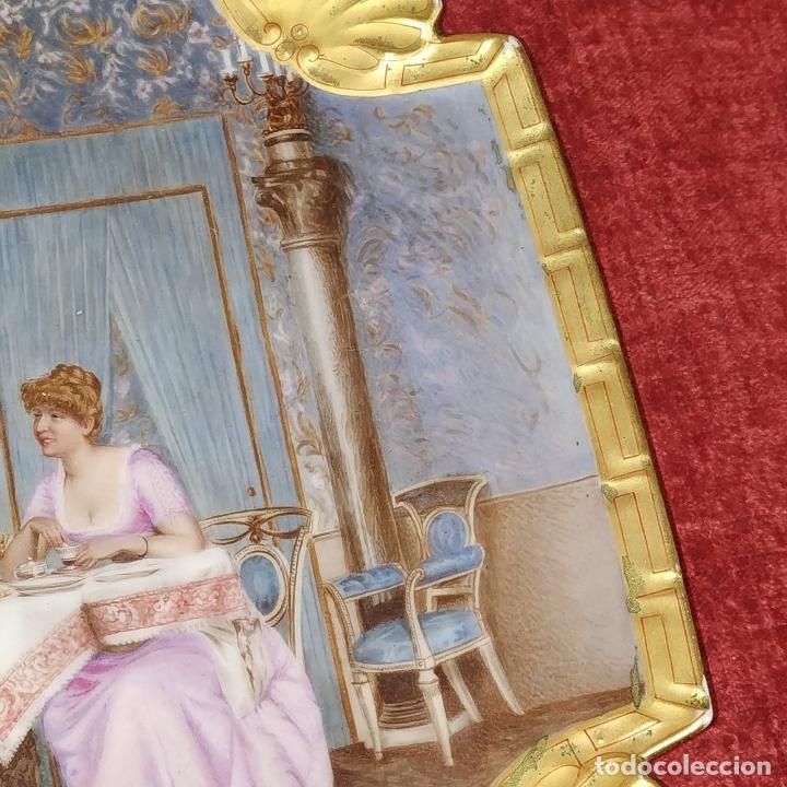 Antigüedades: PLATO. PORCELANA BELLAMENTE ESMALTADO. FIRMADO A DE LAGARDE. FRANCIA. SIGLO XIX - Foto 6 - 221892358