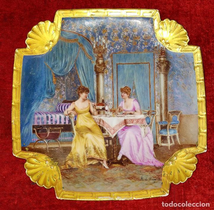 PLATO. PORCELANA BELLAMENTE ESMALTADO. FIRMADO A DE LAGARDE. FRANCIA. SIGLO XIX (Antigüedades - Porcelana y Cerámica - Francesa - Limoges)