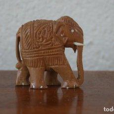 Antigüedades: PRECIOSA ESCULTURA TALLA A MANO EN MADERA FIGURA ELEFANTE PROCEDENTE DE LA INDIA. Lote 221893356
