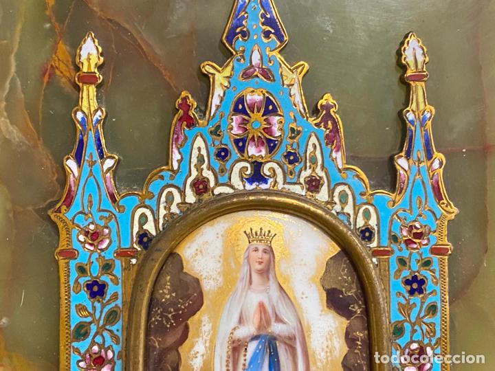 Antigüedades: benditera de 1900 aprox. esmalte cloisonné sobre ónix . virgen pintada a mano - Foto 3 - 221897742