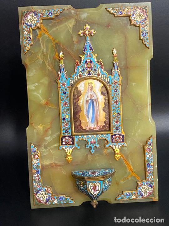 BENDITERA DE 1900 APROX. ESMALTE CLOISONNÉ SOBRE ÓNIX . VIRGEN PINTADA A MANO (Antigüedades - Religiosas - Benditeras)