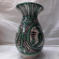 Antigüedades: BONITO JARRÓN FLORERO CERÁMICA DE TERUEL - PUNTER . 20CM. Lote 221898432
