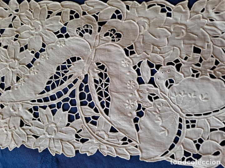 Antigüedades: Antiquo Tapete años 70.Lino BLANCO Bordado a mano .40x26 cm.nuevo - Foto 4 - 221906133