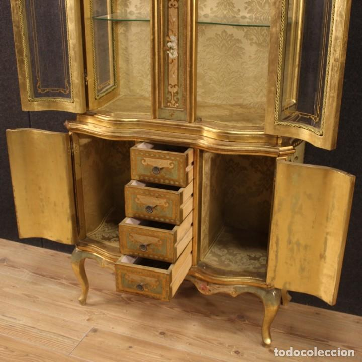Antigüedades: Vitrina toscana lacada, dorada y pintada - Foto 9 - 221912321