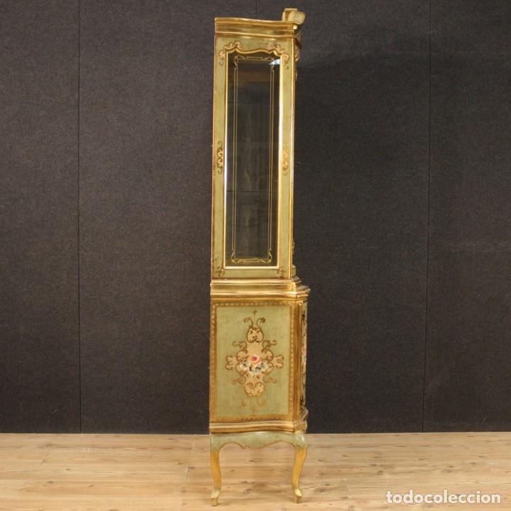 Antigüedades: Vitrina toscana lacada, dorada y pintada - Foto 10 - 221912321
