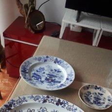 Antigüedades: BANDEJA ENSALADA, PLATO GRANDE Y PLATO CAFÉ PICKMAN MEDALLA ORO CHINA AZUL. Lote 221912853