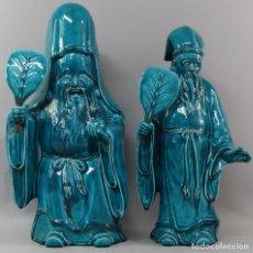 Antigüedades: DOS SABIOS DE PORCELANA ESMALTADA MONOCROMA BLUE TURQUOISE CHINA SEGUNDA MITAD DEL SIGLO XVIII. Lote 221917723