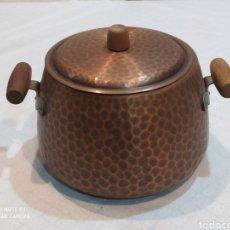 Antigüedades: ESPECTACULAR OLLA ANTIGUA DE COBRE Y ASAS DE MADERA. Lote 221935886