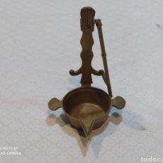 Antigüedades: ANTIGUO CANDIL DE ACEITE DE BRONCE. Lote 221944431