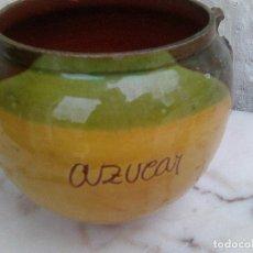Antigüedades: BOTE DE AZÚCAR EN CERÁMICA VERDE. Lote 221949221