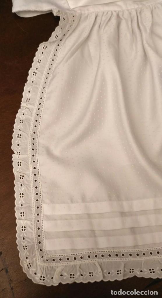Antigüedades: VD 24 Elegante delantal blanco con vuelo, raso, lorzas y puntilla - traje regional y/o disfraz - Foto 3 - 221952556