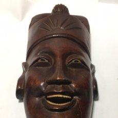 Antigüedades: MÁSCARA DE MADERA TALLADA A MANO CHINA MEDIDA 21 × 10 CM. Lote 221952635