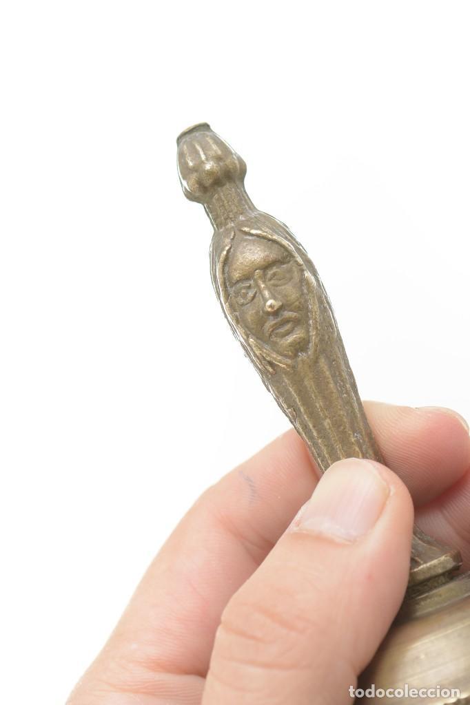 Antigüedades: Campana de mano vintage de latón con relieve - Foto 9 - 221953577