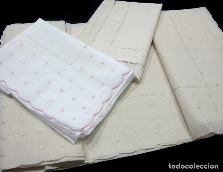 Antigüedades: Precioso Juego Clasico 2 piezas para cuna bebe.Algodon BLANCO Bordado rosa 110 X 160 cm.Nuevo - Foto 6 - 221962086