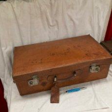 Antiquités: ANTIGUA Y PRECIOSA MALETA DE PIEL!1940. Lote 221967952