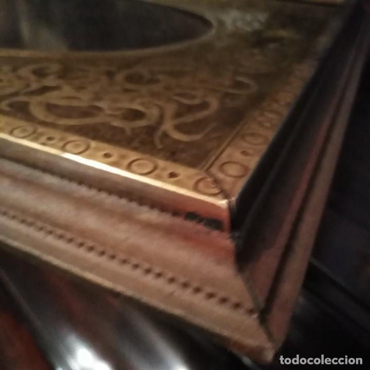 Antigüedades: Antiguo portafotos francés de bronce dorado al mercurio y madera del siglo xix - Foto 4 - 221980821
