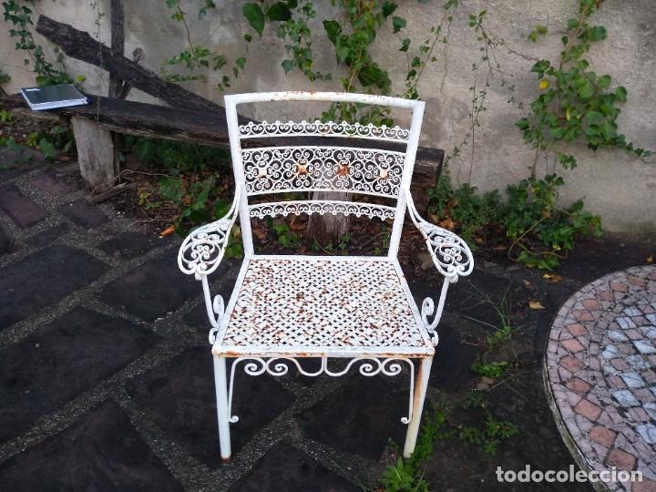 Antigüedades: Mesa y dos sillas jardín - Foto 2 - 221998395