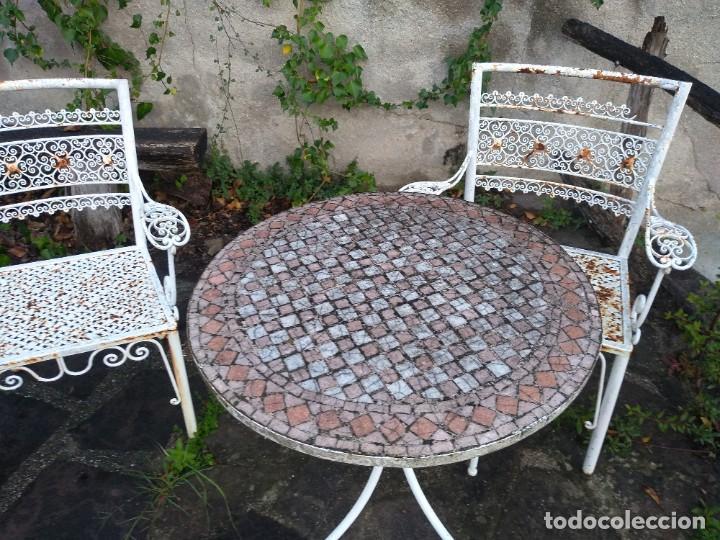 Antigüedades: Mesa y dos sillas jardín - Foto 3 - 221998395