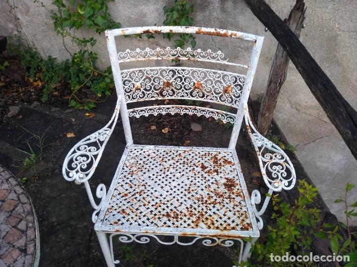Antigüedades: Mesa y dos sillas jardín - Foto 4 - 221998395