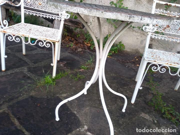 Antigüedades: Mesa y dos sillas jardín - Foto 5 - 221998395