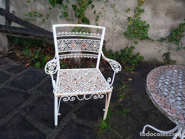 Antigüedades: Mesa y dos sillas jardín - Foto 6 - 221998395