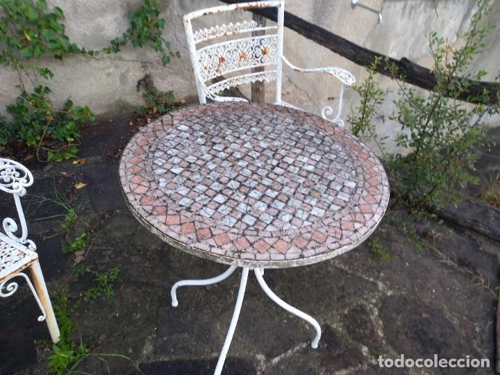 Antigüedades: Mesa y dos sillas jardín - Foto 7 - 221998395