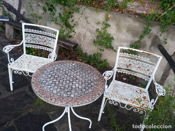 Antigüedades: Mesa y dos sillas jardín - Foto 8 - 221998395