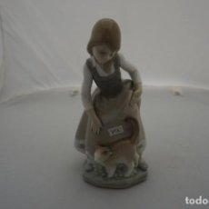 Antigüedades: BONITA FIGURA LLADRO - NIÑA CON GATO - REF: 1187 - 1972 / DESCATALOGADA EN 1990 - 22 CM.. Lote 222004067