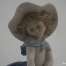 Antigüedades: ELEGANTE FIGURA LLADRO - PRETTY PICKINGS REF: 5222 - 1980 - 18 CM.. Lote 222006353