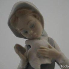 Antigüedades: BONITA FIGURA LLADRO - NIÑA CON PALOMAS REF: 4915 - 1974 / DESCATALOGADA 1990 - 23 CM. Lote 222008391