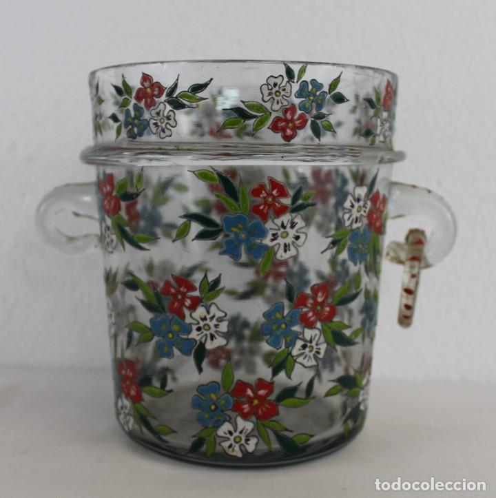 Antigüedades: Cubitera en cristal mallorquín pintado a mano con flores firmado Gordiola. Mediados siglo XX - Foto 2 - 222016388