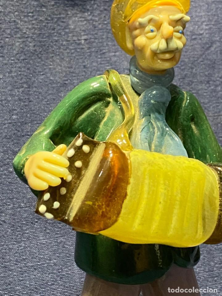Antigüedades: FIGURA MUSICO ACORDEONISTA ACORDEON VIDRIO CENTROEUROPA CHECOSLOVAQUIA AÑOS 70 80 18X9X8CMS - Foto 5 - 222017495