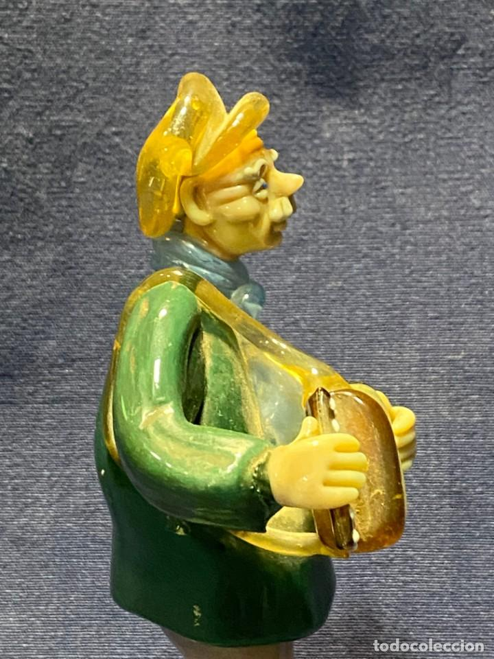 Antigüedades: FIGURA MUSICO ACORDEONISTA ACORDEON VIDRIO CENTROEUROPA CHECOSLOVAQUIA AÑOS 70 80 18X9X8CMS - Foto 7 - 222017495