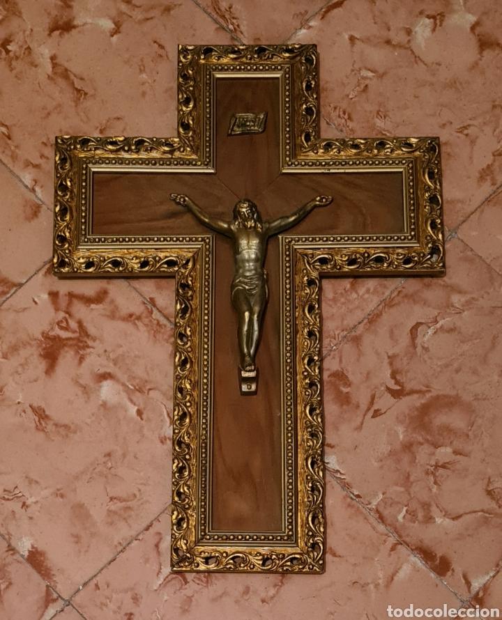 PRECIOSO Y ANTIGUO CRUCIFIJO DE MADERA CON CRISTO METALICO DE PRINCIPIOS DEL SIGLO XX (Antigüedades - Religiosas - Cruces Antiguas)