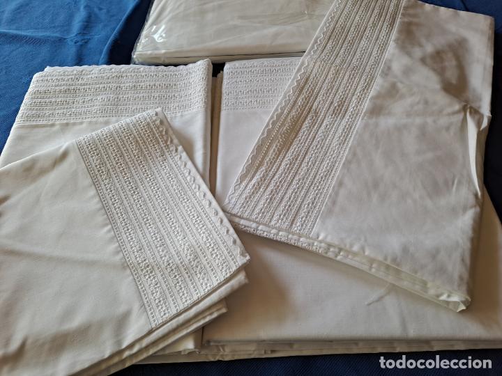 Antigüedades: Precioso Juego Clasico 4 piezas Cama de 180 cm.Embozo puntilla .Algodon BLANCO 265x290 cm.Nuevo - Foto 13 - 222027228