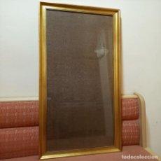 Antigüedades: GRAN MARCO DE MADERA DORADO AL ORO FINO CON CRISTAL PROTECTOR (105X45 CM) MEDIADOS S. XX VINTAGE. Lote 222028438