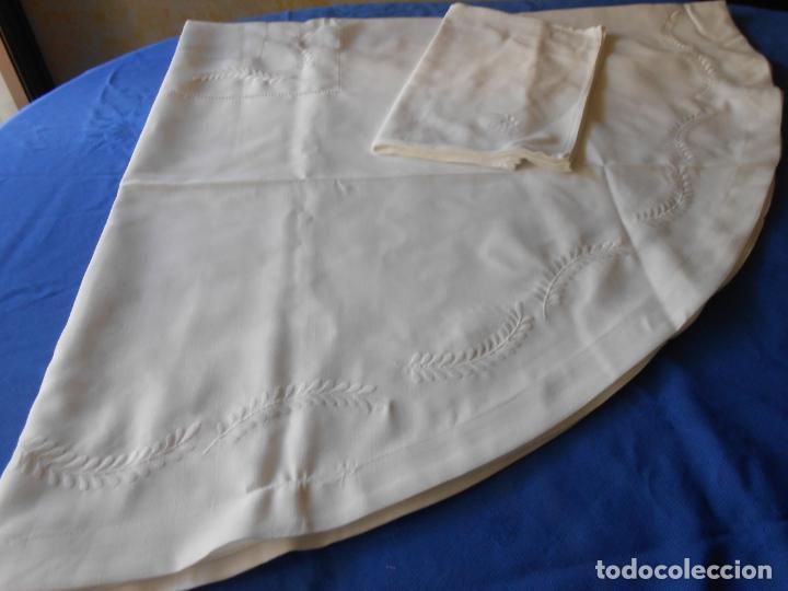 Antigüedades: Preciosa manteleria beige claro 180 cm Redonda cm.6 Servilletas.Bordados hojas y vainicas.Nuevo - Foto 14 - 222032616