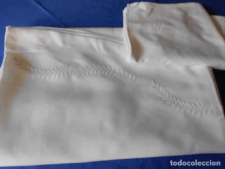 Antigüedades: Preciosa manteleria beige claro 180 cm Redonda cm.6 Servilletas.Bordados hojas y vainicas.Nuevo - Foto 21 - 222032616