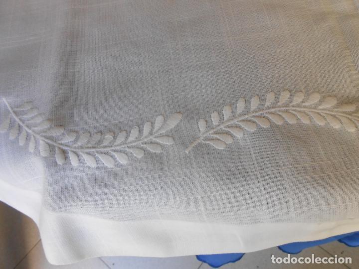 Antigüedades: Preciosa manteleria beige claro 180 cm Redonda cm.6 Servilletas.Bordados hojas y vainicas.Nuevo - Foto 22 - 222032616
