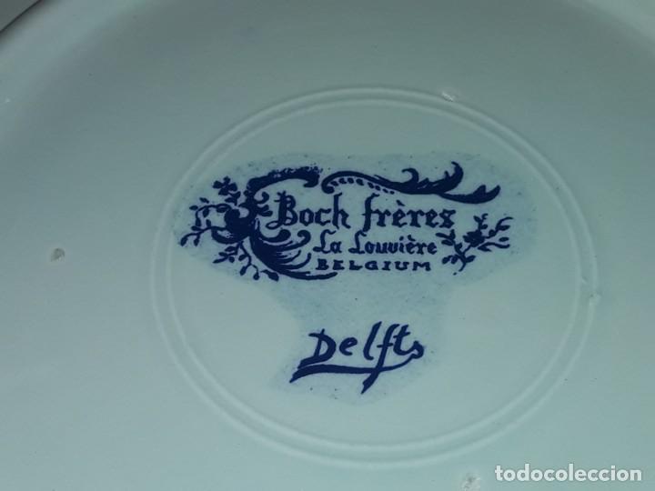 Antigüedades: Magnifico plato porcelana Boch Fréres Delts Holland bellos motivos Taberna color cobalto azul 29cm - Foto 8 - 222035220